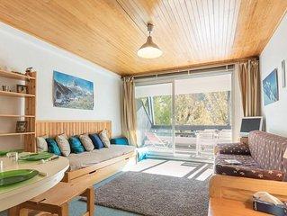 À 350m des pistes de ski, 1er étage, balcon, cheminée ou poêle à bois, parking,