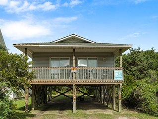 Sandy Paws: 3 Bed/1 Bath Dog Friendly Home on Oak Island's West End
