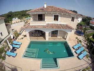 Villa NOAH (5*): maison pierres, piscine interieure chauffee, spa, gym, vue mer