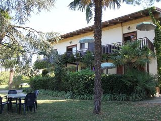 One bedroom Apartment, sleeps 2 with FREE WiFi and Walk to Beach & Shops