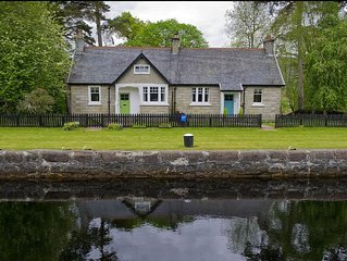 Eriskay Cottage -  a scottish canal that sleeps 4 guests  in 2 bedrooms