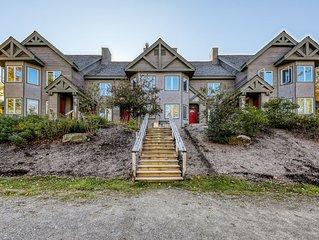 Bright, family-friendly condo w/ a full kitchen & balcony - near the slopes!