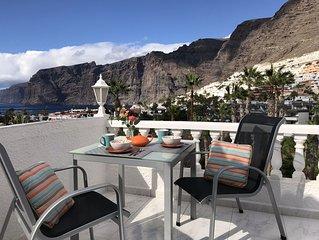 Modern 1 bedroom. Los Gigantes. Stunning sea views. Wifi. Parking. Pool included