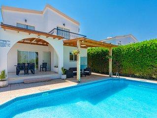 Argaka Sun Villa Tria: Large Private Pool, Walk to Beach, Sea Views, A/C, WiFi