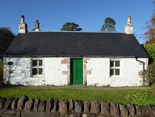 Cosy, comfortable historic rural cottage located in Loch Lomond National Park