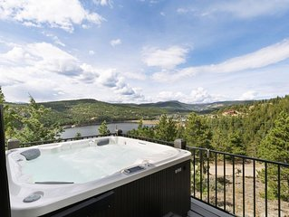 UNBELIEVEABLE views /family home/gameroom & hot tub in Boulder County, fast WIFI