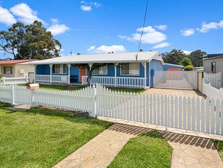 Walk to Everything In Huskisson - Central Location & Sleeps 10!