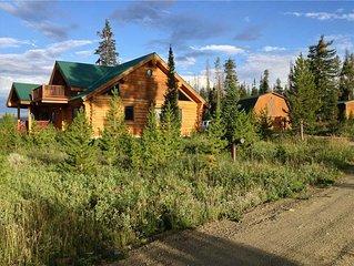 Custom Log Cabin on 40 Acres sleeps 9