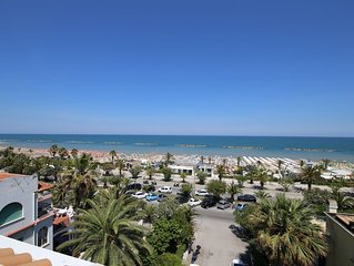 Apartment 30 meters from the sea with 6 beds with full sea view