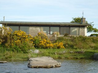 Lovely 3 Bedroom Bungalow on the shore of Lough Corrib (Oughterard.)