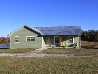 New 3 BR /2 Bath house on large stocked pond just minutes from Fall Creek Falls!