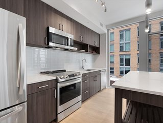 Modern 2 Bedroom Apartment near Crystal City Shops