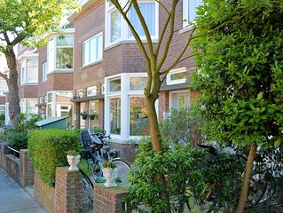 Real The Hague ground floor apartment with sunny backyard between city and beach