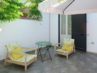 2 bedroom Villa, sleeps 8 with Air Con and Walk to Beach & Shops