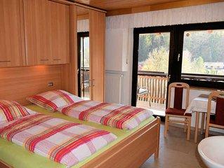 Doppelzimmer mit Balkon (Etagendusche/WC) - Gästehaus Grau