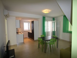 Apartment 20 Meters From The Sea 7 Beds With Small Sea View