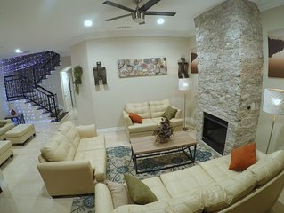 Luxury house  and Family Vacation Friends Gathering Discount Sleeps 22 w/bed