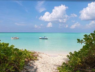 Paradiso Oasis - Beautiful Beachfront Oasis on Secluded Island in the Bahamas!