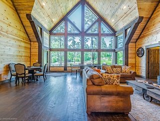 WildCat Lodge Grand LUXE 5 Bedroom Near Broken Bow Lake with its own Saloon!