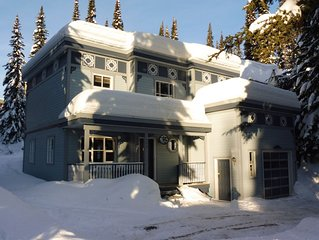 4 Bedroom/4 Bath Home Right on to Ski Way - Sleeps 12 and Pet Friendly Too!