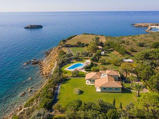 Colourful, artistic, seaside villa, private pool, large garden, amazing view