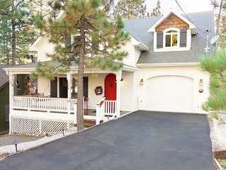 Knollwood Retreat- 5 Star home features Spa, Game-room and Horseshoe Pit!