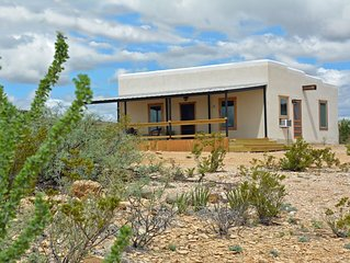 Pat O's Place: Stylish Adobe. Home Base for Terlingua Adventures. Quiet, Comfort