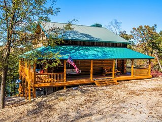 LAKE FRONT Stunning, Family-size  Log Cabin with quick access to PRIVATE DOCK