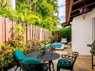 Original and Cozy Villa with 180 Degree View of the Golf Hole, Common Pool, Smal