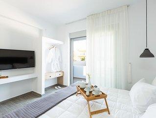Evilio Suites, Unique & Spacious Retreat! Walking distance to the beach!