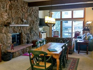 Luxury Condo w/FREE WiFi, Parking, Heated Pool, Hot Tubs, Skier Shuttle
