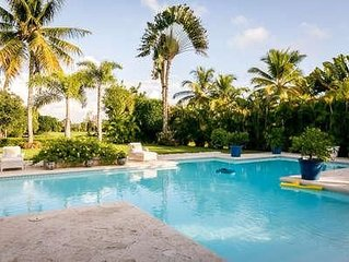 Mediterranean Style, Large Heated Swimming Pool, 5 Minutes Walk to Minitas Beach