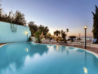 3 bedroom Villa, sleeps 8 with Pool, Air Con and FREE WiFi
