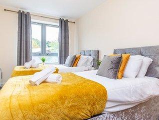 Luxury River Views - 2 Bedroom Apartment