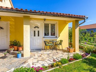 Gemütliche Ferienwohnung mit Schlafzimmer, Badezimmer, Küche, Terrasse, Garten u