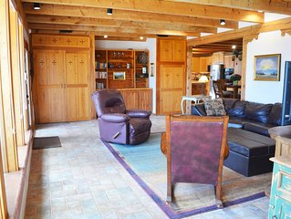Warm, inviting atmosphere, centrally located between town & Taos Ski Valley