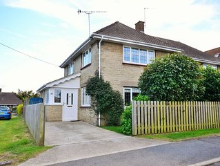 4 Brooks Close -  a house that sleeps 6 guests  in 3 bedrooms