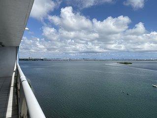 Doubletree Grand Miami Condo 100% facing Biscayne Bay close to Downtow