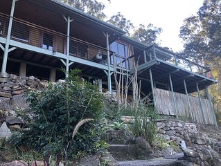 Litttle House on the Hill- Hawkesbiry River Views -Overlooking National Park.