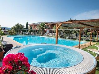 Borgo Campetroso appartamenti in campagna,2 piscine, ristorante a 20 km dal mare