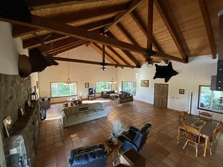 The Overlook Mountain Retreat ~10 min from I-5 ~25 min from Wine Country & UO