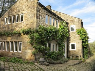 5 star graded secluded, stone cottage near Slaithwaite, family and pet friendly