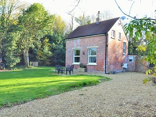 Beechwood Cottage -  a cottage that sleeps 6 guests  in 3 bedrooms