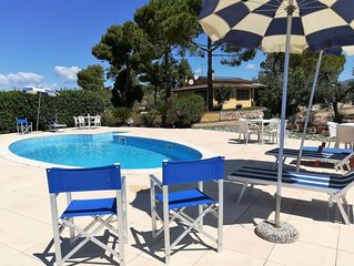 2 bedroom Apartment, sleeps 5 with Pool, Air Con and FREE WiFi