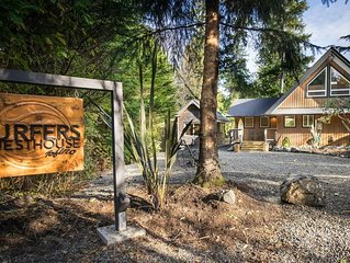 Surfers Guesthouse - sauna, hot tub, fireplace, fire pit, and walk to the beach!
