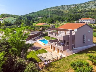 VILLA JELENA- 28sqm pool with Massage, Sauna, BBQ, free WIFI, Special Offer