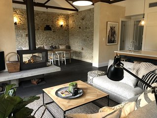 Belle's Cottage- Luxurious Stirling retreat with deck, paddock views and brekkie