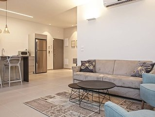 6 Guests PERFECTLY located and spacious  AP in TLV