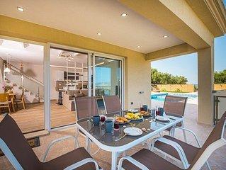 A villa that sleeps 6 guests  in 2 bedrooms