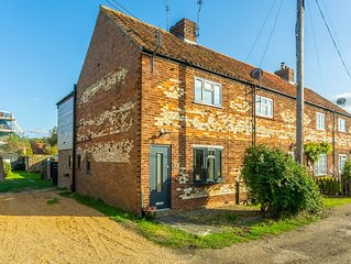 A traditional Norfolk end terrace cottage in Holme-next-the-Sea.